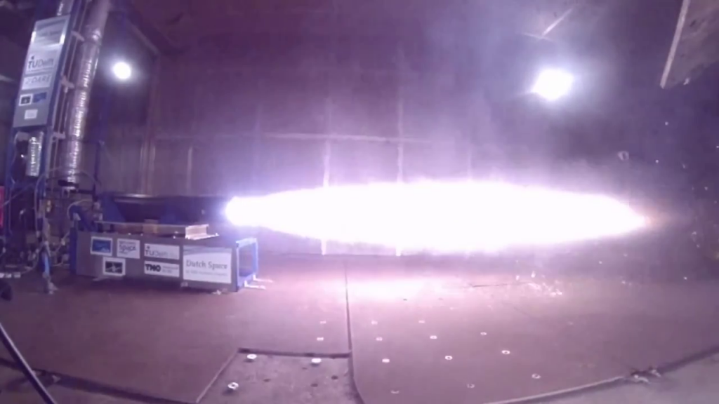 Full scale motor test of the Stratos II rocket, generating 10kN of thrust.